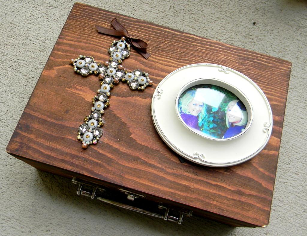 DIY Bridal Box by Hi Lovely